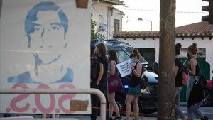 Varias personas protestan en apoyo al preso etarra Patxi Ruiz, en huelga de hambredurante la pandemia de coronavirus.