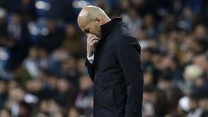 Zidane durante el partido del Madrid contra el Huesca en el Bernabéu.