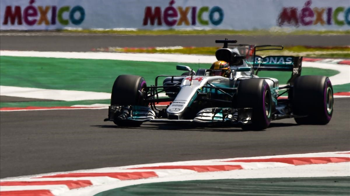 jcarmengol40725068 mercedes british driver lewis hamilton powers his car durin171028213732