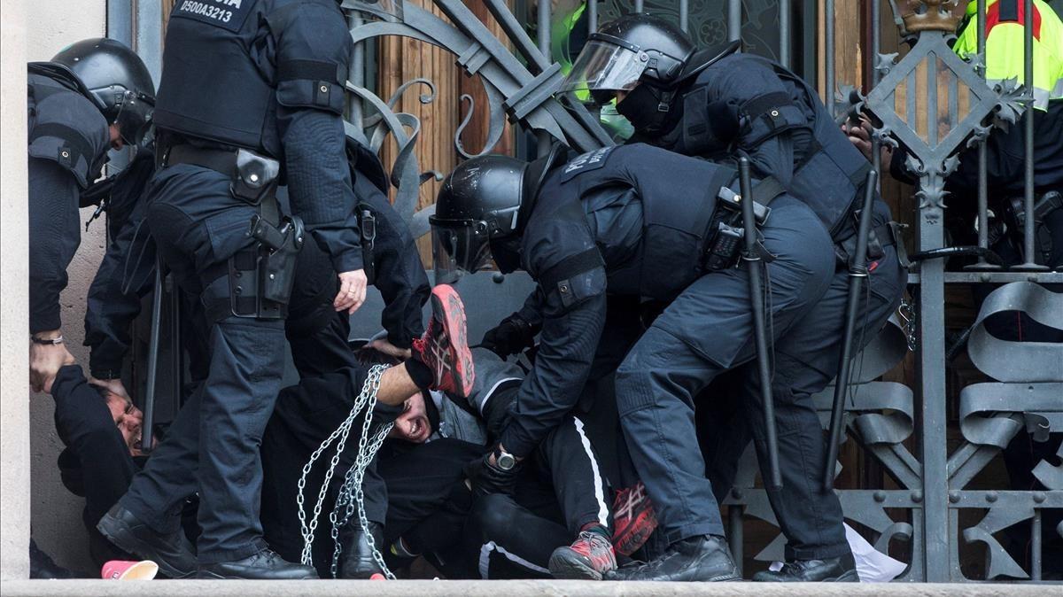zentauroepp42277499 graf7767 barcelona 23 02 2018 agentes de los mossos d es180223105124