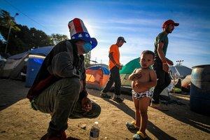 Integrantes de la caravana migrante de centroamericanos permanecen en un albergue en la ciudad de Tijuanaen Baja CaliforniaMexico.EFE Joebeth Terriquez