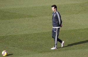 Santiago Solari, entrenador del Madrid, durante el entrenamiento de este sábado.