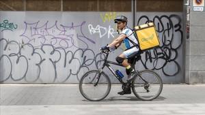 Primera sentència favorable a Glovo a Barcelona: els seus 'riders' són autònoms