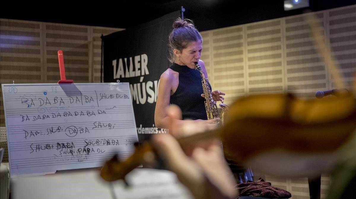 La saxofonista y cantante Eva Fernández presentará su nuevo trabajo este viernes, 30en el Centre Cívic Matas i Ramis.