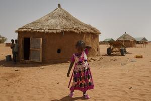 Millones de personas y niños enÁfrica sufren desnutrición y hambruna.
