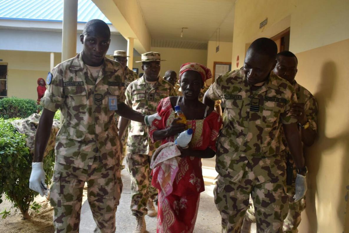 Amina Ali Darsha Nkeki, la primera chica de Chibok liberada desde su secuestro hace dos años.