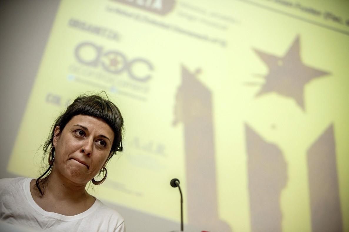 Anna Gabriel participaen una mesa redonda bajo el título 'Hacia una República Catalana' en la Facultad de Geografía e Historía de la Universitat de Valencia.