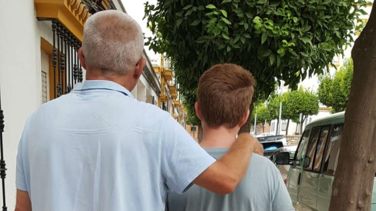 «Em van dir que l'autisme del meu nen es curaria amb MMS (derivat del lleixiu)»