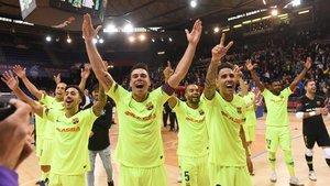 Los jugadores del Barça celebran la clasificación para la final four de la Champions de fútbol sala.