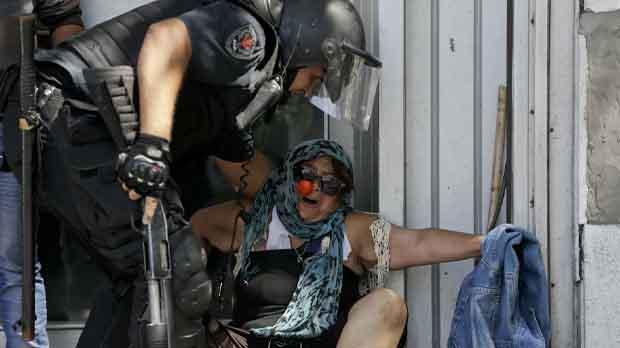 Convulsión en Argentina por el recorte de las pensiones