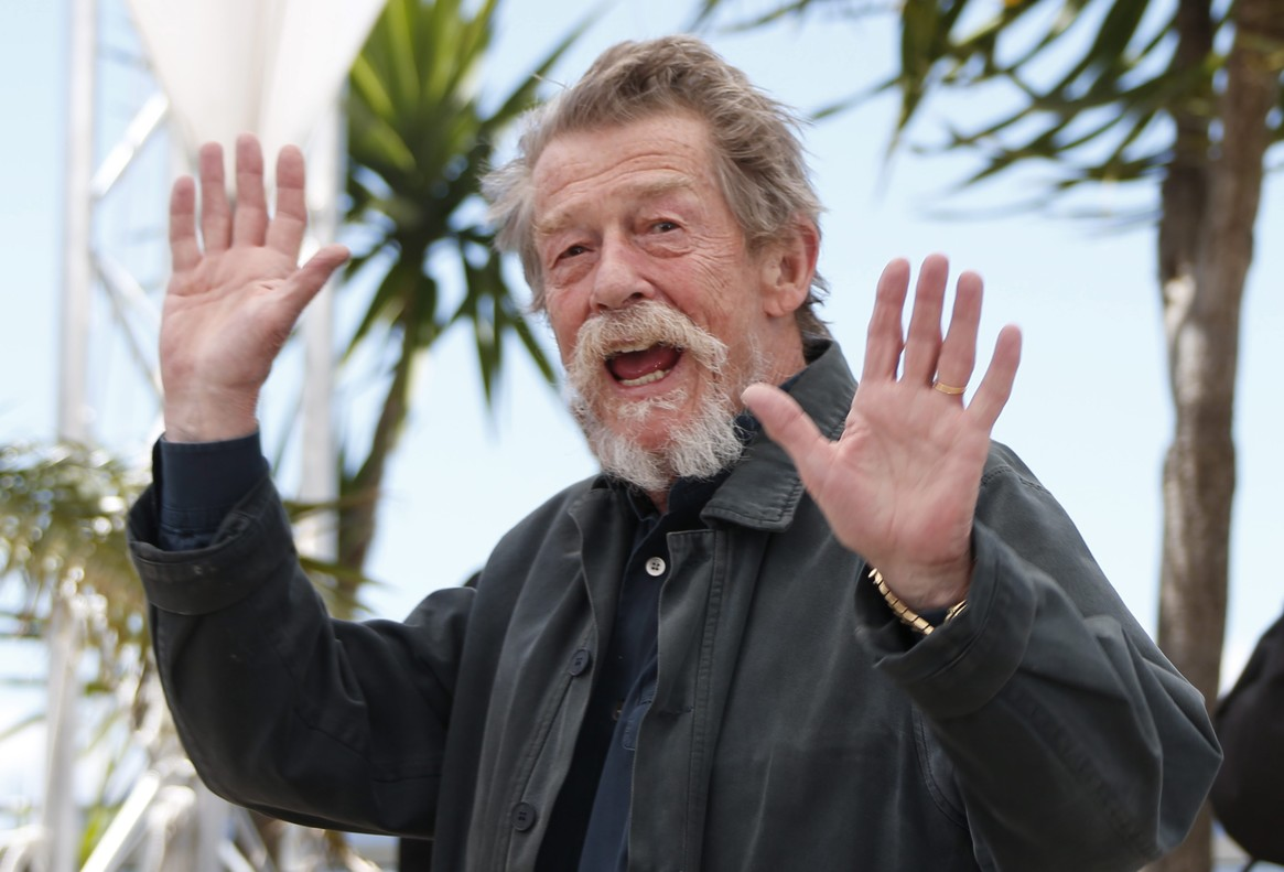 HK104. Cannes (France).- (FILE) - A file picture dated 25 May 2013 shows British actor John Hurt posing during the photocall for Only Lovers Left Alive at the 66th annual Cannes Film Festival in Cannes, France. British actor John Hurt, best known for his role in The Elephant Man, died at the age of 77, his agent announced on 28 January 2017. (Cine, Cine, Francia) EFE/EPA/IAN LANGSDON