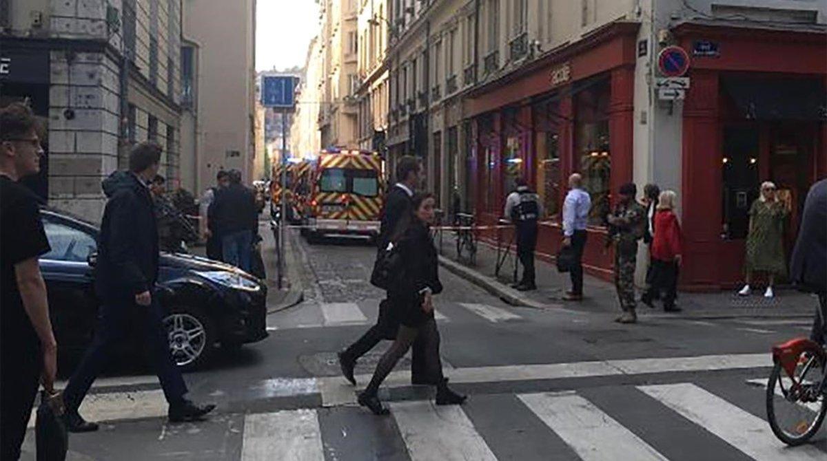 La calle Victor Hugo de Lyon, donde ha explotado un paquete bomba este viernes.