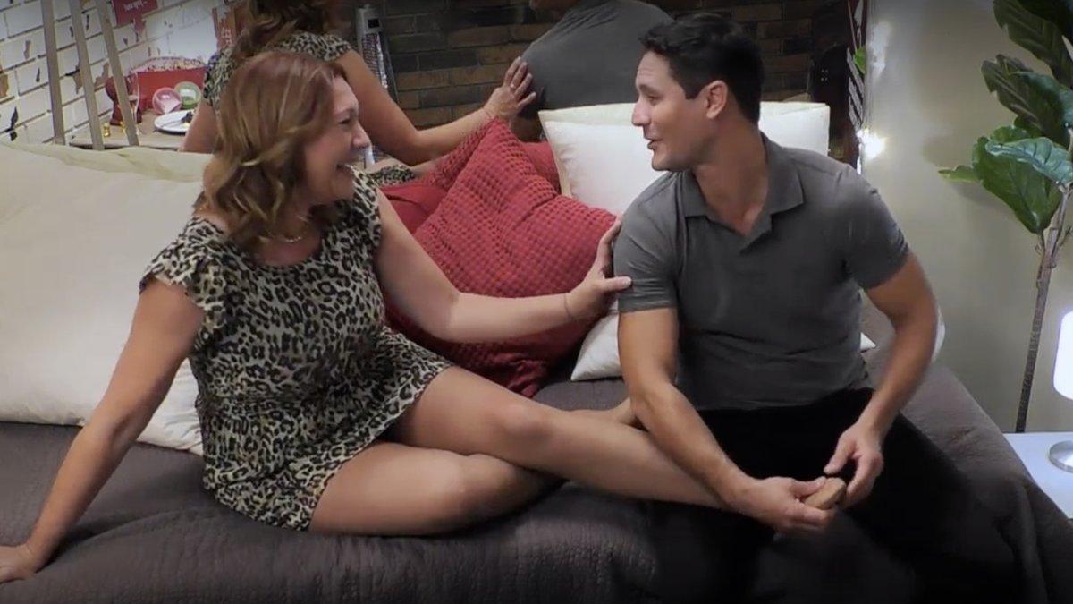 """Elías confiesa en 'First Dates' su pasión por los pies: """"Es algo muy sexual. Me excitan"""""""