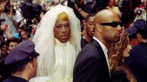 Dennis Rodman, vestido de novia.