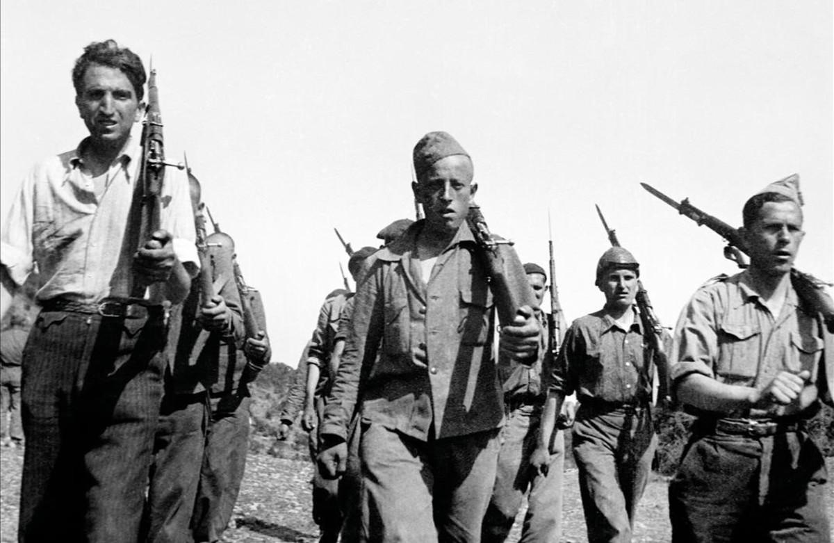 Desfile de soldados del Ejército Popular.