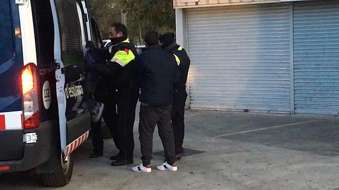 La redada antidroga en el barrio de La Mina se ha saldado con varias detenciones