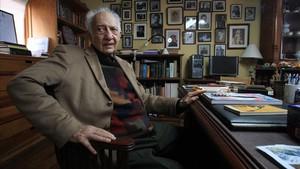 El escritor Sergio Pitol, en su casa en el 2015.