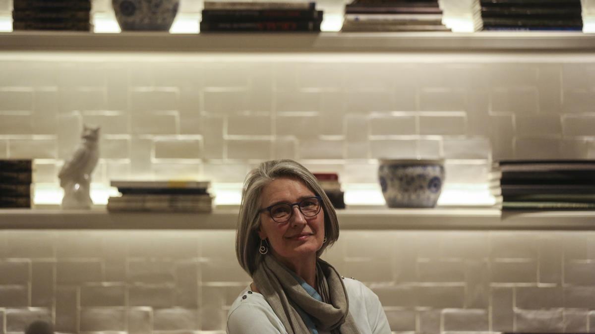 La escritora canadiense Louise Penny, autora de la serie del inspector jefe Gamache, este viernes en Barcelona.