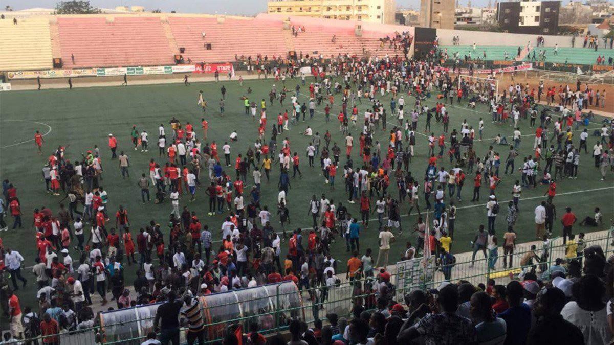 Al menos nueve muertos en un estadio de Dakar por una avalancha tras una pelea