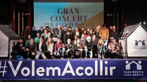 Organizadores y músicos del macroconcierto solidario con los refugiados que se celebrará el 17 de febrero en Barcelona.