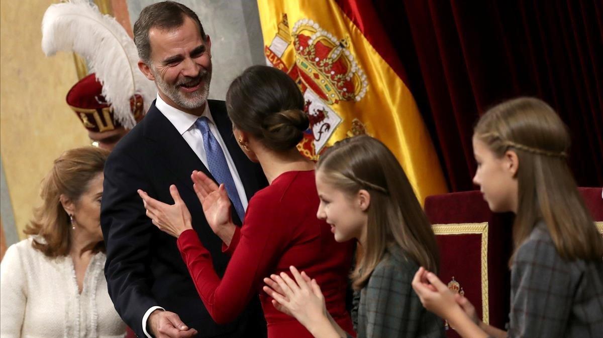 Felipe VI apela al diálogo y pide acatar las sentencias.