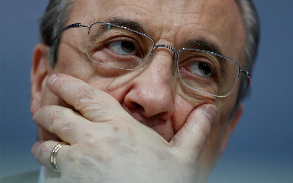 Florentino Pérez, con gesto contrariado, en la despedida de Zidane