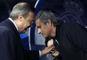 Florentino Pérez y José Mourinho, en el Santiago Bernabéu en el 2011.
