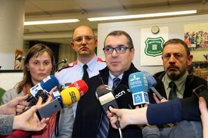El conseller Jané atiende a la prensa.