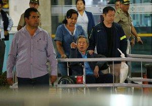 Imagen de enero del 2018 donde Alberto Fujimori abandona una clínica limeña tras una prolongada estadía por problemas de salud.