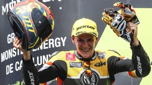 Gabriel Rodrigo (KTM), feliz tras haber logrado su primer podio en el Mundial, en Barcelona.