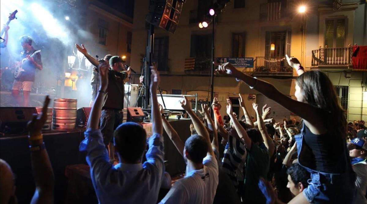 Las fiestas de Gràcia, 200 años de religión, bombas y botellón