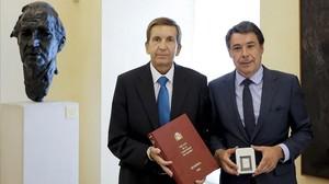 Ignacio González y Manuel Moix en septiembre del 2014, cuando eran presidente de la Comunidad de Madrid y fiscal jefe de Madrid, respectivamente.