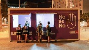 Un stand antimachista en Barcelona.