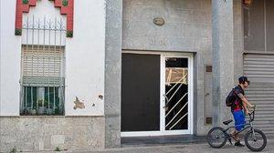 Inmueble contra el que dispararon los autores del tiroteo de este jueves en Figueres.