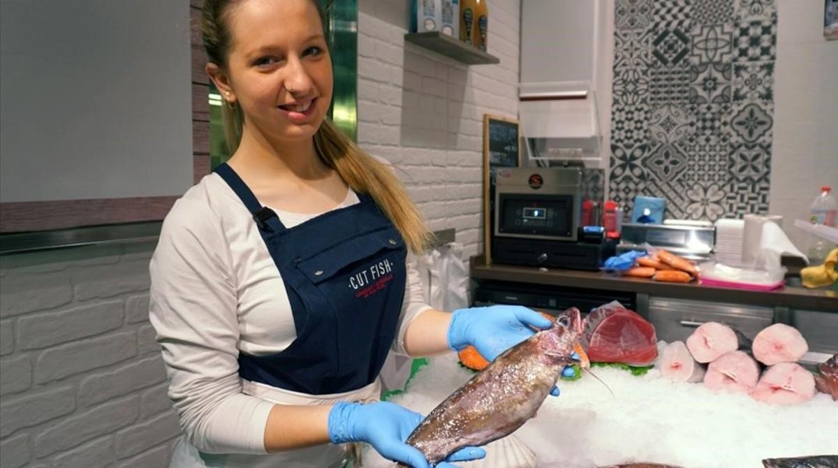 Esther Jimenez,copropietaria del puesto Cut Fish en el Mercado de La Concepcio.