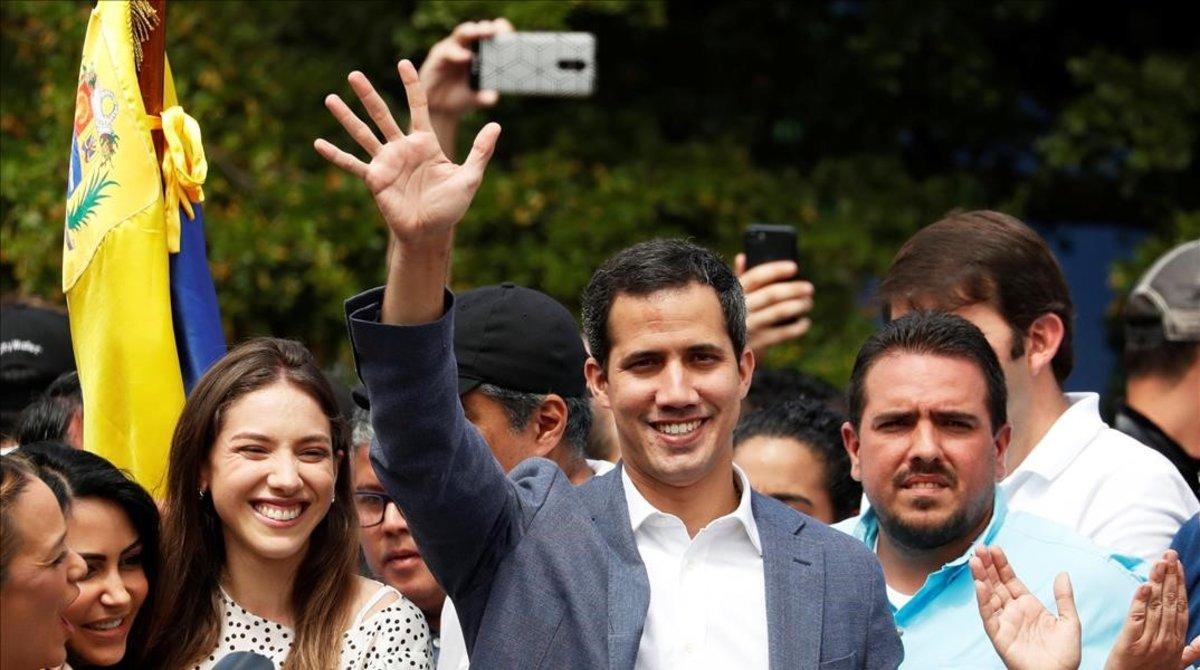 Juan Guaidó, con sus seguidores en Caracas.