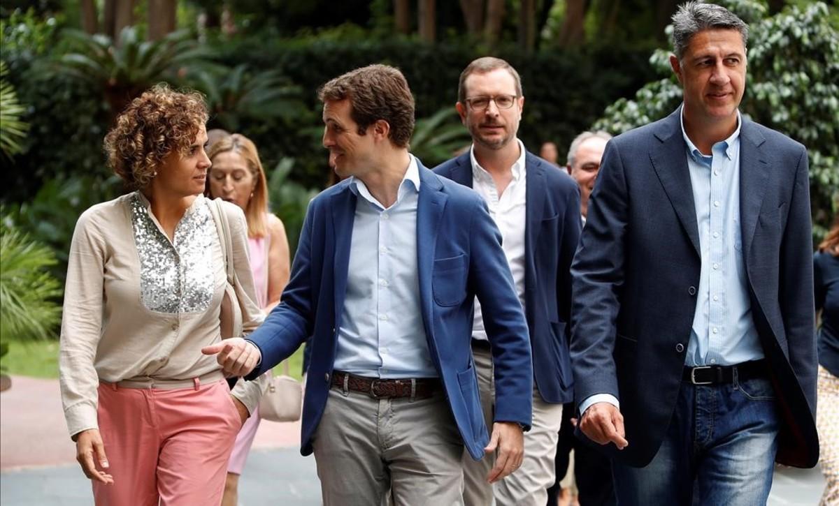 Pablo Casado, acompañado de Dolors Montserrat, Xavier García Albiol y Javier Maroto, a su llegada a la Junta Directiva Nacional del PP que se celebra en Barcelona.