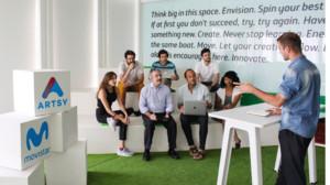 Kim Faura y Fernando Rascón, director de Artsy, en un encuentro del equipo de la plataforma de mecenazgo cultural con emprendedores sociales.