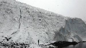 Ladera de la Cordillera Blanca, cadena de montañas de los Andes centrales cubierta de nieve en Perú, donde han fallecido los tres montañeros catalanes y su guía.