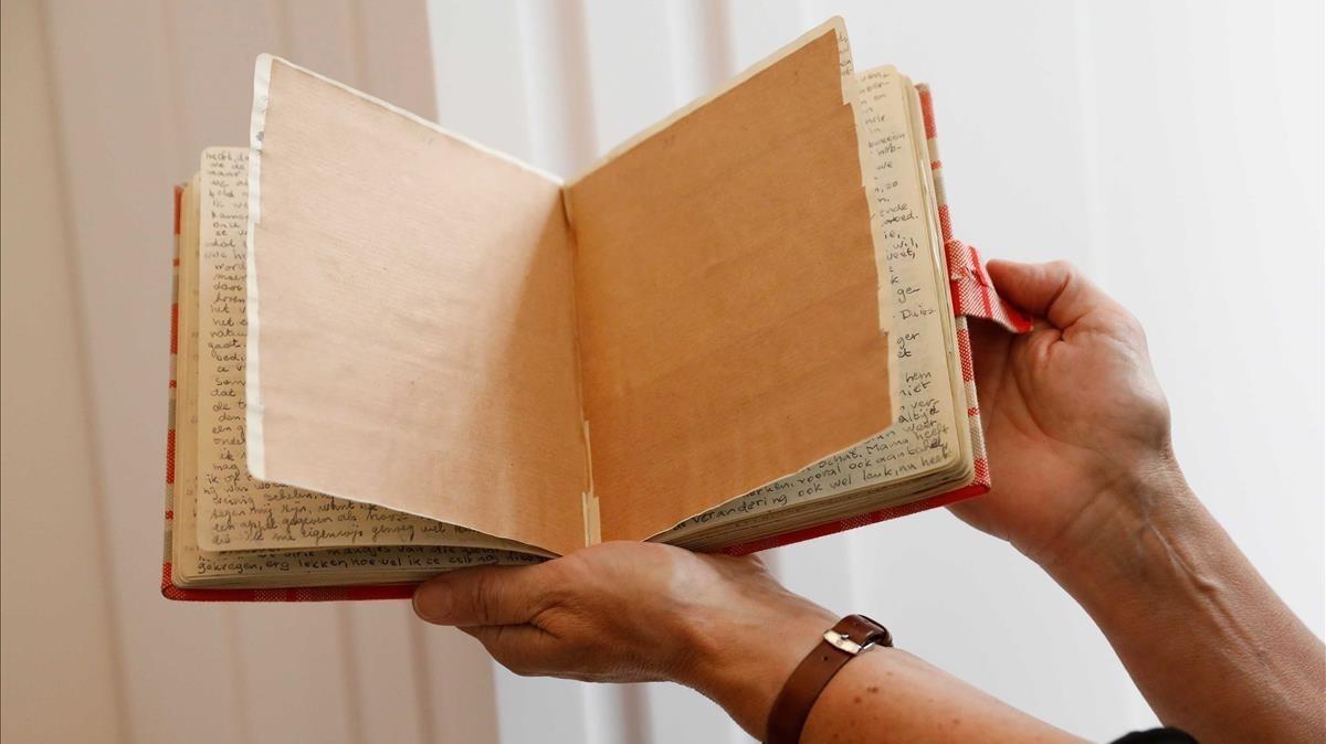 Las dos páginas cubiertas con papel de estraza son mostradas en la Casa Museo de Ana Frank.