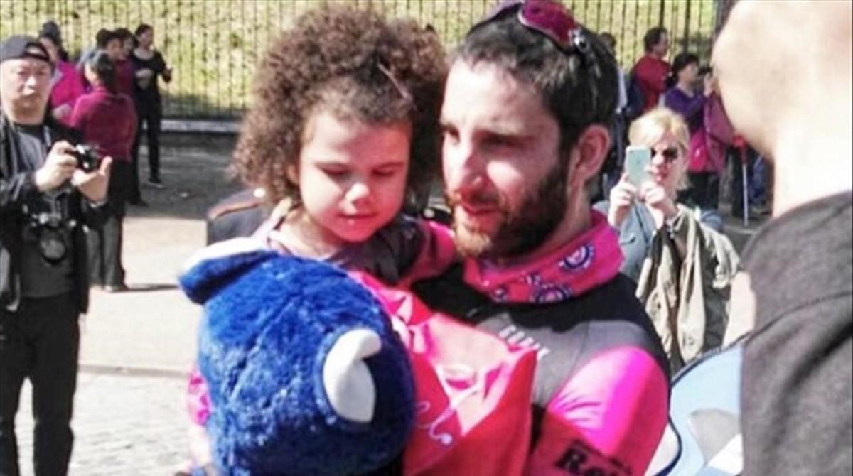 Deporte solidario: Dani Rovira en bicicleta y brazadas solidarias