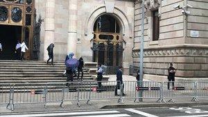 Los integrantes de 'La Manada de Manresa', saliendo de los juzgados.