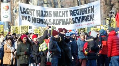 Conservadores y ultraderecha sellan el nuevo Gobierno de Austria con protestas en la calle