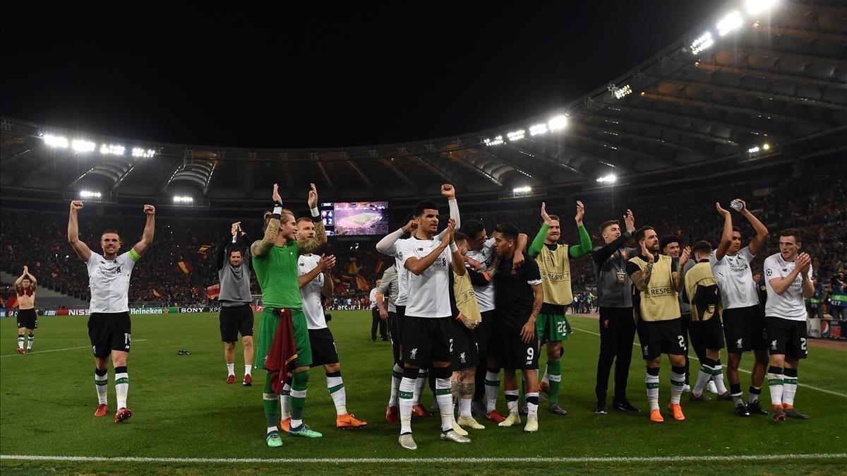 Los jugadores del Liverpoool celebran la clasificación para la final de Kiev pese a perder 4-2 con el Roma.