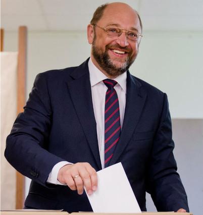 Candidato del partido social demócrata (S&D), Martin Schulz, vota en Alemania.