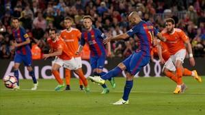 Mascherano marca de penalti su primer gol con el Barça.