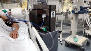 Correus entrega els respiradors fabricats per Seat a l'hospital de Can Ruti