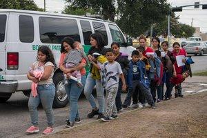 Inmigrantes dentenidos por la Patrulla Fronteriza de los EEUU.