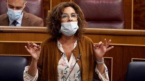 La ministra de hacienda, María Jesús Montero, en la sesión de control al Gobierno en el Congreso de los Diputados el pasado 23 de octubre.