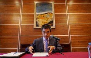 El ministro consejero de la embajada de la República Popular China en España, Yao Fei, se dirige a los medios de comunicación.